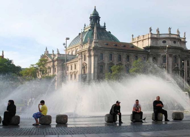 Blick auf den Justizpalast vom Stachus München aus